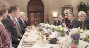 ردود فعل عالمية  ..  بنس تلقى محاضرة دبلوماسية من الملك !