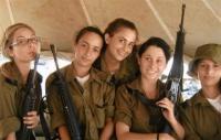 """الجيش """"الإسرائيلي"""" يوبخ ضباطا نسوا 5 مجندات ليلا بوادي الأردن!"""