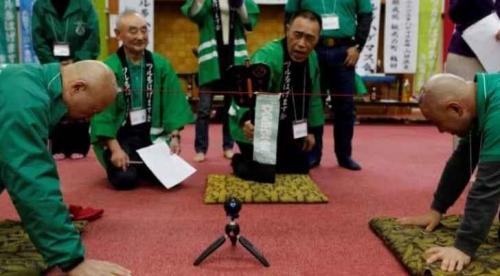 """""""صلعاء"""" في اليابان يحتفون بصلعاتهم"""
