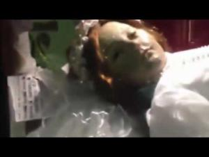 فيديو صادم لجثة فتاة ترمش بعينيها بعد 300 عام على مقتلها