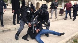 حماس : الإعتداءات على الأقصى تنذر بالانفجار