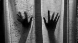 خطفوها وخدروها ثم تناوبوا على اغتصابها