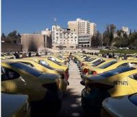 اعتصام حاشد لسائقي التكاسي امام مجلس النواب