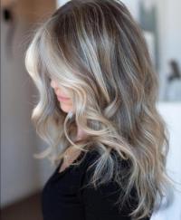 5 ألوان شعر تبرز جمال العيون الفاتحة