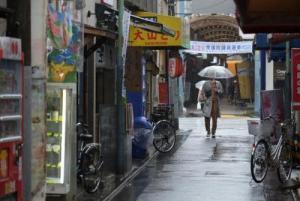 إعصار قوي يضرب اليابان يوم الانتخابات