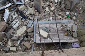 وفاة طفلة انهارت عليها أنقاض طابق ثالث بجبل التاج