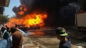 اندلاع حريق بمجمع تجاري في حي نزال (صور)