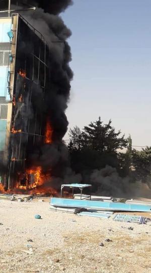 اندلاع حريق كبير بمدرسة في معان (صور)