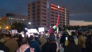 """الامن يمنع محتجو """"الرابع"""" من النزول الى الشارع"""