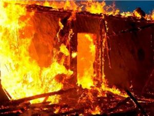 اختناق 12 شخصاً بحريق منزل في اربد