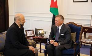 الرزاز يهنئ الملك: مصدر فخر لكل أردني