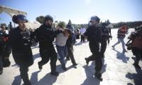 اعتقال 3 مقدسيين وحارسا للأقصى
