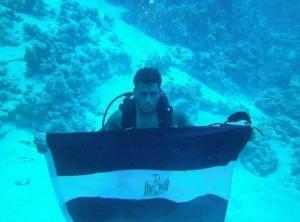 مصري يقضي 4 أيام تحت الماء