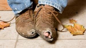 ما الذي يقود الإنسان إلى الفقر؟