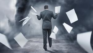 شركات بالقطاع الخاص تجبر موظفيها على ترك العمل