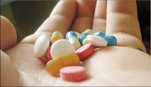 شاب يحاول الانتحار بتناوله 40 حبة دواء