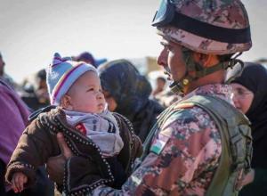 قوات حرس الحدود تستقبل (160) لاجئاً سورياً