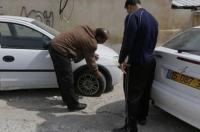 مستوطنون يعطبون إطارات 40 مركبة في مخيم شعفاط