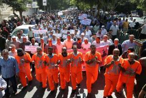 موظفوا الأونروا بغزة يعلنون الإضراب