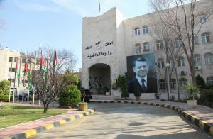 الداخلية: تجديد جواز المطلوب بحادثة جمرك عمان قانوني