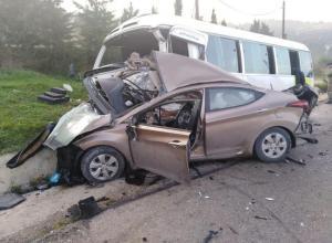 وفاة و20 إصابة بحادث تصادم في الحُمر