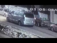 بالفيديو  ..  لص سرق 11 اسطوانة غاز بالرمثا