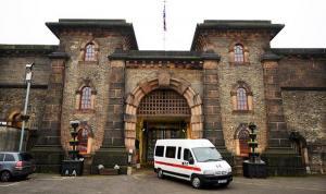 بريطانيا تمنع مؤلفات حسن البنا وسيد قطب والقرضاوي عن السجناء