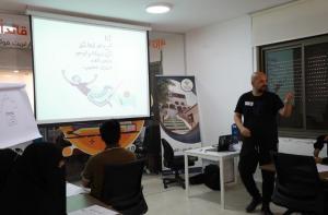 أورانج الأردن تعقد ورش عمل بالشراكة مع فنان الكاريكاتير عمر عدنان العبداللات