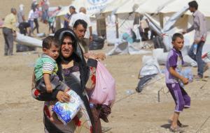 الغارديان: اليونان تضع اللاجئين السوريين في مخزن مهجور