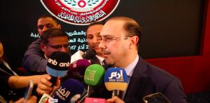 """دبلوماسية رفيعة ..  كيف علق المومني على وجود إعلامي سوري بكواليس """"القمة""""؟"""