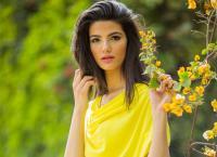 تارا عماد تكشف عن جنسية والديها