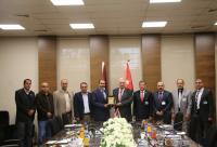 """""""الشرق الأوسط"""" ونقابة المعلمين تتفقان على توسيع التعاون بينهما"""