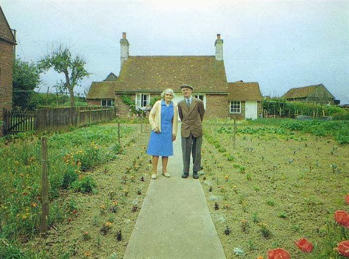 زوجان مسنان يأخذان الصورة نفسها image.php?token=056c58acd41d54b49a139d6b56dc14af&size=