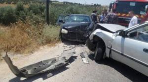 إصابة 7 أشخاص بتصادم مركبتين في عمان