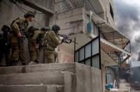 الاحتلال يقتحم مخيم الجلزون ويعتقل 14 فلسطينيا