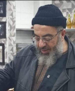 وفاة أحد العاملين في  مطعم هاشم خلال أدائه صلاة المغرب