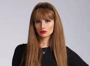 بعد حربها مع أحمد عز ..  زينة تتلقى مكافأة من توأمها (صور)