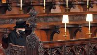 الملكة إليزابيث تترك رسالة في نعش الأمير فيليب