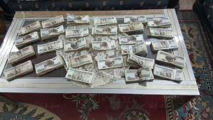 إحباط تهريب 300 ألف جنيه إلى الأردن (صور)