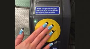 بريطانية تبتكر طلاء أظافر لدفع أجرة المواصلات العامة