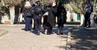 الاحتلال يعتقل ويبعد مصلين عن الأقصى