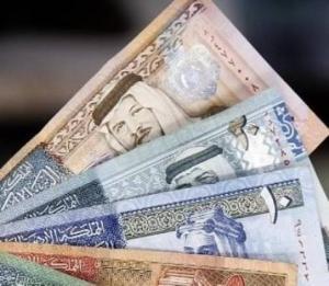 مخالفة خاطئة لتاجر تدفع مدير الجمارك لاقتطاع 1000 دينار من راتبه