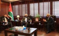 وزير الزراعة: حريصون على تعزيز الشراكة مع تجارة عمان