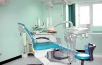 شخص ينتحل صفة طبيب أسنان ويدير عيادة بأوراق مزورة
