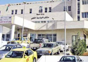 متسول يخدع المارة أمام مستشفى الأميرة بسمة