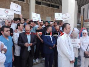 ممرضو مستشفى الجامعة الأردنية يتوقفون عن العمل (صور)