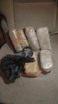 فرار مروج مخدرات بعد مطاردة بالبادية الشمالية (صور)