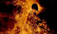 أربعيني يحرق نفسه في حي نزال