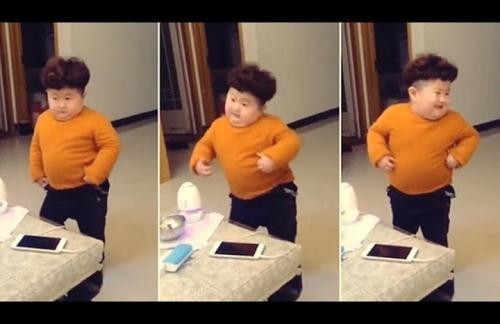 """""""كيم جونغ الصغير"""" يدهش الجمهور برقصة حماسية (فيديو)"""