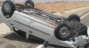 5 اصابات بتدهور مركبة على طريق الأزرق